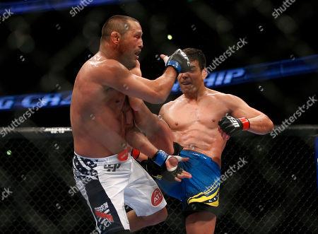 Lyoto Machida, Dan Henderson Lyoto Machida, right, kicks Dan Henderson during their UFC 157 light heavyweight mixed martial arts match in Anaheim, Calif