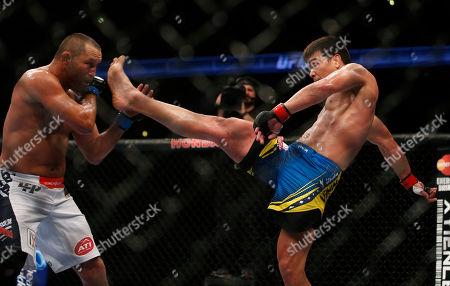 Lyoto Machida, Dan Henderson Lyoto Machida, right, and Dan Henderson fight during their UFC 157 light heavyweight mixed martial arts match in Anaheim, Calif