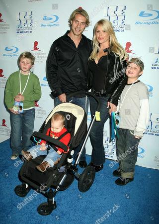 Cale Hulse, Gena Lee Nolin and children