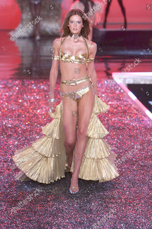 Stock Picture of Elise Crombez on the catwalk