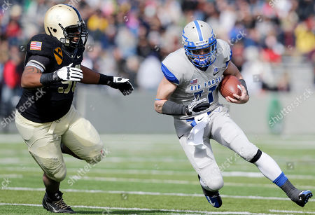 Connor Dietz, Richard Glover Air Force quarterback Connor Dietz (11) is pursued by Army defensive lineman Richard Glover (98) during the first half of an NCAA college football game, in West Point, N.Y