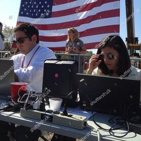 Not easy reading a laptop screen in midday sun. AP's Steve Peoples and Bloomberg's Julie Davis at Mitt Romney campaign event press file in Abingdon Va. #aponthetrail