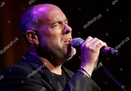 """Marc Cohn Marc Cohn sings """"The Hard Way,"""" a song written by Mary Chapin Carpenter, as Carpenter is inducted into the Nashville Songwriters Hall of Fame, in Nashville, Tenn"""