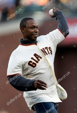 Former San Francisco Giants' Kenny Lofton throws out the ceremonial first pitch before Game 7 of baseball's National League championship series against the St. Louis Cardinals, in San Francisco