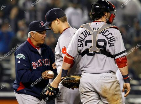 Bobby Valentine, Andrew Bailey, Jarrod Saltalamacchia Boston Red Sox manager Bobby Valentine, left, takes the ball from relief pitcher Andrew Bailey as catcher Jarrod Saltalamacchia (39) looks to the bullpen during their baseball game against the New York Yankees at Yankee Stadium in New York