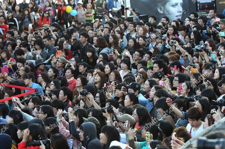 "People crowd as Korean actress Kim Hye-sook, actor Kim Yoon-seok, actress Jeon Ji-hyun, Hong Kong actor Derek Tsang and South Koean director Choi Dong-hoon attend the Open Talks to promote their move ""The Thieves"" during the Busan International Film Festival in Busan, South Korea"