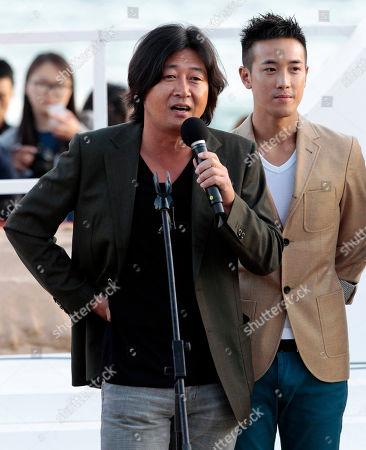 "Kim Yoon-seok, Derek Tsang South Korean actor Kim Yoon-seok, left, speaks as Hong Kong actor Derek Tsang listens at the Open Talks to promote their move ""The Thieves"" during the Busan International Film Festival in Busan, South Korea"