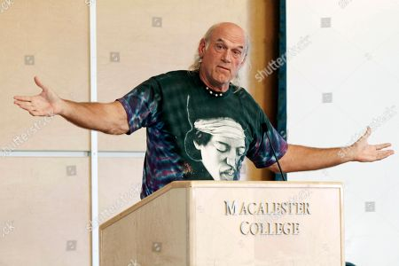 Jesse Ventura Former Minnesota Gov. Jessie Ventura, wearing a shirt featuring guitarist Jimi Hendrix, speaks at Macalester College in St. Paul, Minn. Former Minnesota Gov. Jesse Ventura is back from his part-time home in Mexico and eagerly spreading the idea he could run for the U.S. presidency in 2016