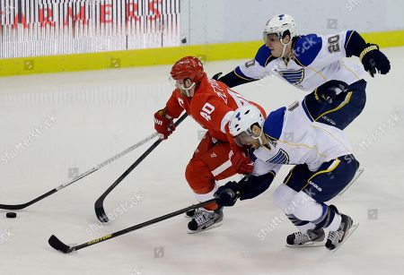 Henrik Zetterberg, Andy McDonald, Alexander Steen Detroit Red Wings center Henrik Zetterberg (40), of Sweden, controls the puck between the defense of St. Louis Blues left wing Alexander Steen (20) and center Andy McDonald during the third period of an NHL hockey game in Detroit