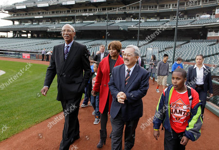 Dave Bing, Ed Lee From left, Detroit Mayor Dave Bing; his wife, Yvette; and San Francisco Mayor Ed Lee walk to the San Francisco Giants dugout during a tour of AT&T Park, in San Francisco. Bing was visiting San Francisco to make good on a World Series wager for a day of service and business touring