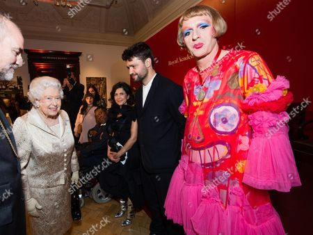 Queen Elizabeth II, Farshid Moussavi, Conrad Shawcross and Grayson Perry attend a reception and awards ceremony at Royal Academy of Arts