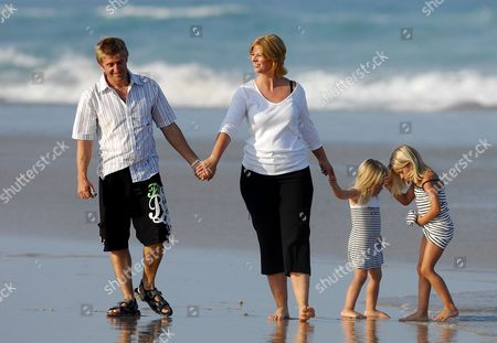 """""""I'm A Celebrity, Get Me Out Of Here"""" fourth evictee Lauren Booth relaxes on Surfers Paradise beach with husband Craig Darby and daughters Alexandra, 6 and Holly, 4"""