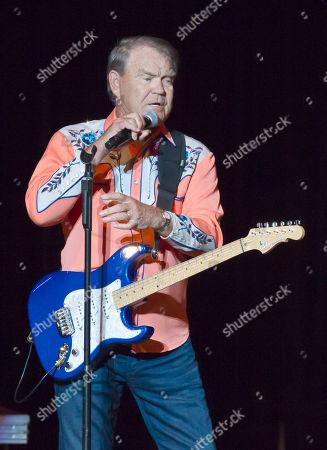 Glen Campbell Singer Glen Campbell speaks to fans during his Goodbye Tour in Little Rock, Ark