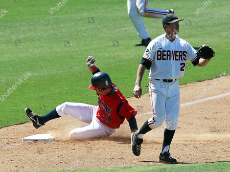 Dylan Craig, Ryan Dunn Belmont outfielder Dylan Craig (28) reaches third base on a triple as Oregon State infielder Ryan Dunn (2) covers in the fifth inning of an NCAA regional tournament baseball game in Baton Rouge, La