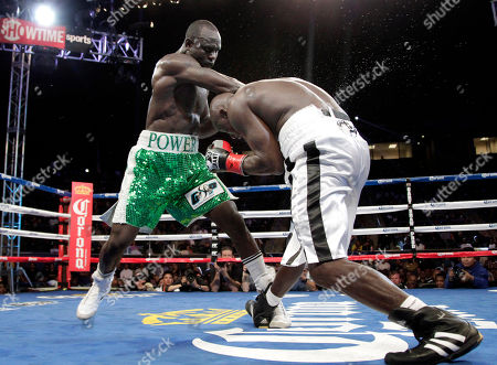 Antonio Tarver, Lateef Kayode Antonio Tarver, right, dodges a punch from Lateef Kayode, of Nigeria, in the 12th round of a cruiserweight boxing match in Carson, Calif., . The fight ended in a draw