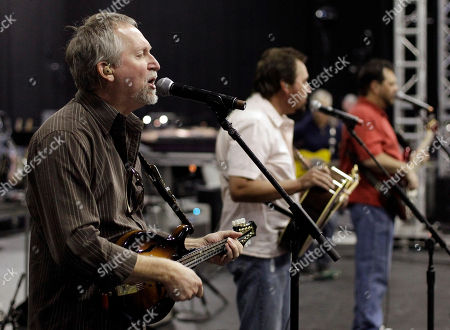 Gene Johnson, Marty Roe, Dana Williams Diamond Rio's Gene Johnson, left, Marty Roe, center, and Dana Williams, right, rehearse for the All for the Hall concert, in Nashville, Tenn. All for the Hall, headlined by Keith Urban and Vince Gill, is a benefit for the Country Music Hall of Fame and Museum