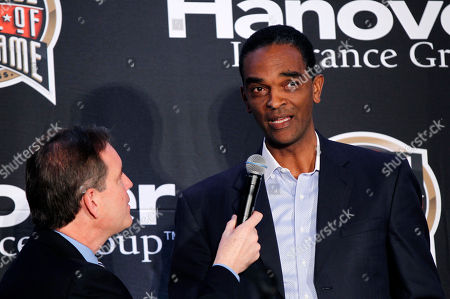 Ralph Sampson, Jim Nantz Three-time College Player of the Year Ralph Sampson talks to CBS announcer Jim Nantz, left, as he is introduced as a Naismith Memorial Basketball Hall of Fame inductee at a news conference in New Orleans