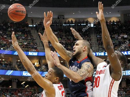 Evan Ravenel, Lenzelle Smith, Jr., Robert Sacre Gonzaga's Robert Sacre, center, tries to squeeze a shot between Ohio State's Evan Ravenel (30) and Lenzelle Smith, Jr., left in the first half of an East Regional NCAA tournament third-round college basketball game on in Pittsburgh