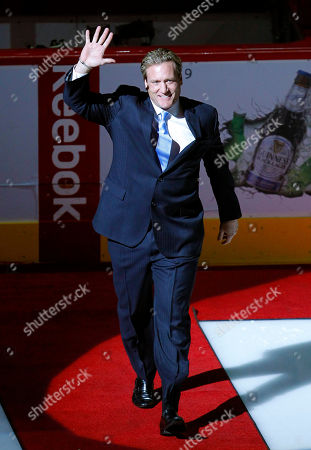 Jeremy Roenick Former Phoenix Coyotes player Jeremy Roenick waves to the crowd at the start of a ceremony inducting him into the Coyotes Ring of Honor before an NHL hockey game against the Chicago Blackhawks, in Glendale, Ariz