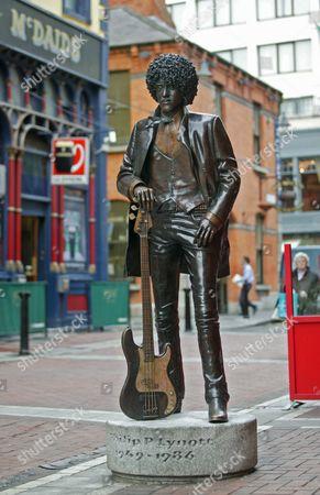 Statue of Thin Lizzy member Phil Lynott in Grafton Street, Dublin, Eire