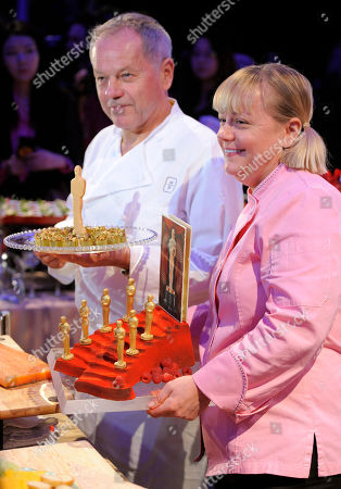 Wolfgang Puck, Sherry Yard Chef Wolfgang Puck, left, and Sherry Yard, executive pastry chef of Wolfgang Puck Catering, pose with Oscar pastries during a preview of the Governors Ball, the celebration that will follow the 84th Academy Awards, in Los Angeles. The 84th Academy Awards will be held in Los Angeles on Sunday, Feb. 26