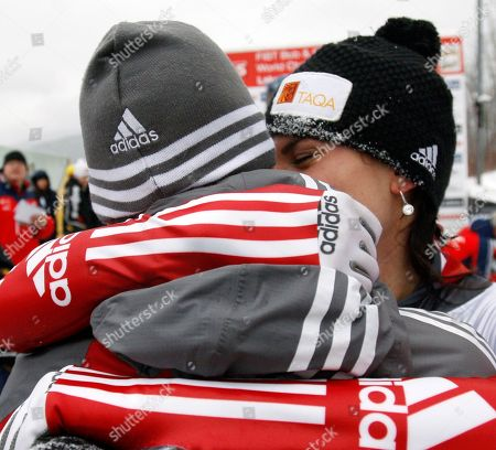 Mellisa Hollingsworth, Paul Fraser Canada's Mellisa Hollingsworth, right, reacts with her boyfriend Paul Fraser after her second-place finish at the women's Skeleton World Championships in Lake Placid, N.Y., on