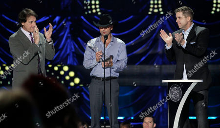 Tony LaRussa, Sean Payton, Kenny Chesney Kenny Chesney is presented his CMT Artists of the Year award by former St. Louis Cardinals manager Tony LaRussa, left, and New Orleans Saints head coach Sean Payton, right, during the taping of the program, in Nashville, Tenn