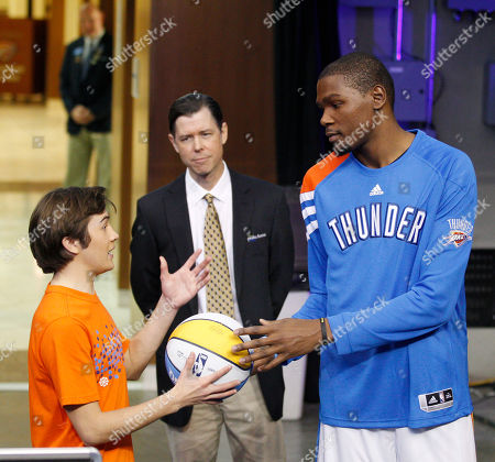 """Kevin Durant, Taylor Gray, Timothy Fall Oklahoma City Thunder forward Kevin Durant, right, rehearses a scene for the movie """"Thunderstruck"""" with actor Taylor Gray, left, as actor Timothy Fall, center, looks on in Oklahoma City, . Durant appears as himself in the movie"""