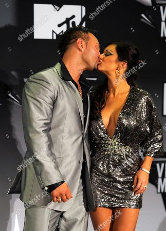 """Roger Matthews, Jenni Farley Roger Matthews, left, and Jenni """"JWoww"""" Farley poses backstage at the MTV Video Music Awards, in Los Angeles"""