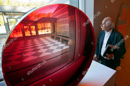 Moshe Safdie Architect Moshe Safdie looks out of a window next to a large red untitled magnifying disk sculpture by artist Fred Eversley at Crystal Bridges Museum of American Art in Bentonville, Ark. The Crystal Bridges Museum of American Art was created using pieces acquired by Wal-Mart heir Alice Walton, who wanted to build something important in her hometown of Bentonville. The museum is scheduled to open Nov. 11