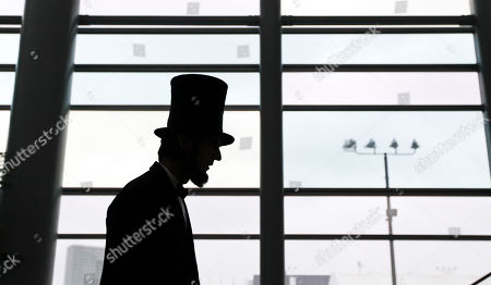 Robert Broski, a Abraham Lincoln impersonator walks around the lobby of the California Republican Party Fall Convention in Los Angeles