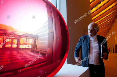 Moshe Safdie Architect Moshe Safdie looks at a large red untitled magnifying disk sculpture by artist Fred Eversley at Crystal Bridges Museum of American Art in Bentonville, Ark., . Safdie designed the museum scheduled to open Nov. 11