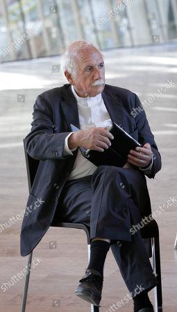 Moshe Safdie Architect Moshe Safdie relaxes at Crystal Bridges Museum of American Art in Bentonville, Ark