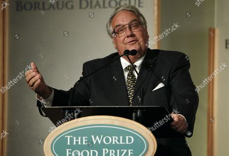 "Howard Buffett Philanthropist Howard Buffett speaks at the World Food Prize symposium in Des Moines, Iowa. Buffett and other organizers planned to announce the ""Invest an Acre"" initiative, a new effort to fight hunger in rural areas, . Buffett is calling on other farmers to donate proceeds from one acres of their crops to help supply food pantries in agricultural areas. Advocates for the hungry say rural areas are more likely to be underserved by food programs"