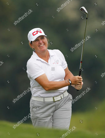 Lorie Kane Lorie Kane of Canada watches her approach shot to the 18th green during the first round of the Navistar LPGA Classic golf tournament at Capitol Hill on the Robert Trent Jones Golf Trail in Prattville, Ala