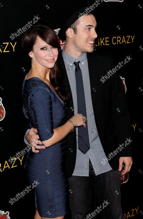 """Jennifer Love Hewitt, Jarod Einsohn Actress Jennifer Love Hewitt, left, and Jarod Einsohn arrive at the premiere of """"Like Crazy"""" in Los Angeles, . """"Like Crazy"""" opens in theaters Oct. 28, 2011"""
