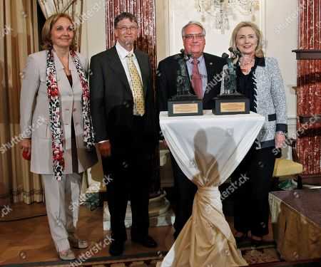 Hillary Rodham Clinton, Joe Biden, Howard Buffett, Bill Gates, Josette Sheeran World Food Program's 2011 George McGovern Leadership Award recipients Bill Gates, second from left, and Howard Buffett, second from right, pose with Secretary of State Hillary Rodham Clinton, right, and WFP Executive Director Josette Sheeran at the conclusion of a ceremony honoring Gates and Buffet at the State Department in Washington