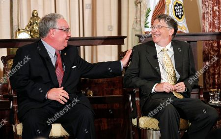 Howard Buffett, Bill Gates World Food Program's 2011 George McGovern Leadership Award recipients Howard Buffett, left, and Bill Gates share laughter at the ceremony honoring them at the State Department in Washington