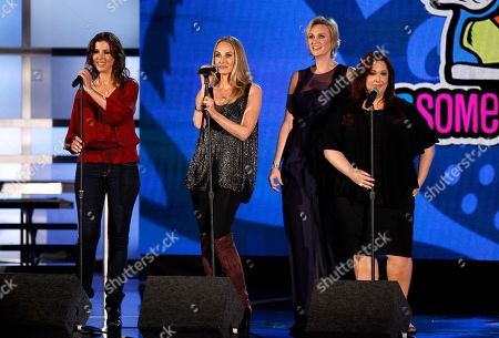 Wendy Wilson, Chynna Phillips, Carnie Wilson Host Jane Lynch, second from right, looks on as, from left, Wendy Wilson, Chynna Phillips and Carnie Wilson, of music group Wilson Phillips, perform onstage at the Do Something Awards, in Los Angeles
