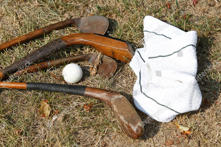 Stockfoto von Old wooden clubs a towel and PH Gutta Percha golf ball is displayed at the Oakhurst links golf course in White Sulphur Springs, WV., Greenbrier owner Jim Justice told The Associated Press on Friday, Oct. 12, 2012, he is taking over Oakhurst Links, a few miles north of the resort in White Sulphur Springs