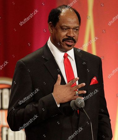 Artis Gilmore Artis Gilmore delivers an address at an Basketball Hall of Fame enshrinement ceremony in Springfield, Mass., on Friday night