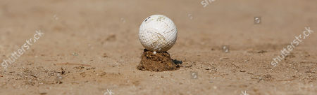 Stockbild von A PH Gutta Percha golf ball sits on a sand tee on the first tee at the Oakhurst Links golf course in White Sulphur Springs, W.Va. One of America's oldest golf courses is opening again to public play after a buyer was found for 127-year-old Oakhurst Links