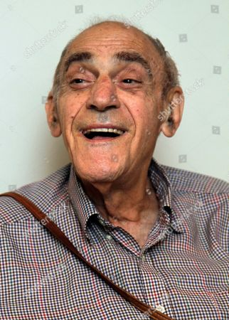 "Abe Vigoda Actor Abe Vigoda poses for a photo prior to his appearance on the NBC ""Today"" show in New York"