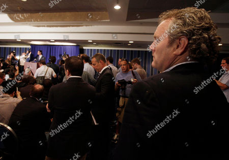 """Andrew Breitbart Conservative activist Andrew Breitbart, right, who runs BigGovernment.com, watches U.S. Rep. Anthony Weiner, D-N.Y., at podium left, address a news conference in New York, . After days of denials, a choked-up New York Democratic Rep. Anthony Weiner confessed Monday that he tweeted a bulging-underpants photo of himself to a young woman and admitted to """"inappropriate"""" exchanges with six women before and after getting married"""