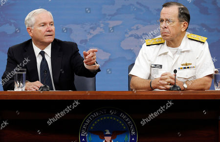 Robert M. Gates, Mike Mullen Secretary of Defense Robert M. Gates, left, and Chairman of the Joint Chiefs of Staff Adm. Mike Mullen point to a question during a media availability at the Pentagon in Washington