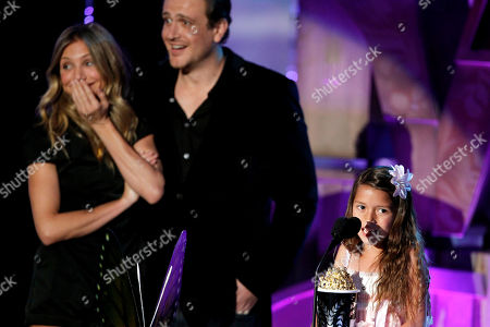 Alexys Nycole Sanchez, Cameron Diaz, Jason Segel Alexys Nycole Sanchez, right, accepts the best line from a movie award as Cameron Diaz, left, and Jason Segel look on at the MTV Movie Awards, in Los Angeles
