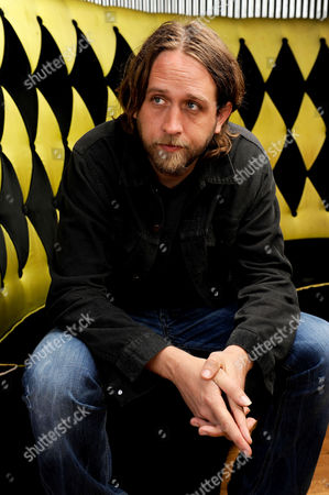 "Hayes Carll Musician Hayes Carll poses at the Mercy Lounge in Nashville, Tenn. After years of writing ""degenerate love songs"" and others about beer, Carll is stepping out into political discourse on his latest album, ""KMAG YOYO."" It's a significant step in the career of one of country music's most talented songwriters"