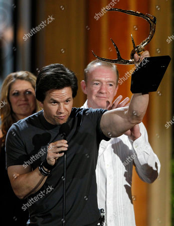 "Mark Wahlberg, Dicky Eklund Mark Wahlberg accepts the award for guy movie of the year for ""The Fighter"" as Dicky Eklund looks on at the Spike TV Guys Choice Awards, in Culver City, Calif"