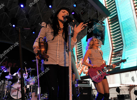 Susie Brown, Danelle Leverett Susie Brown, left, and Danelle Leverett, of the The JaneDear Girls, perform at the Academy of Country Music Concerts at Fremont Street Experience, in downtown Las Vegas