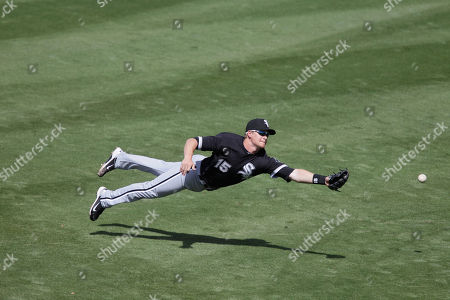 Gordon Beckham Chicago White Sox second baseman Gordon Beckham cannot catch a single by Milwaukee Brewers' Jeremy Reed during the third inning of a spring training baseball game, in Phoenix